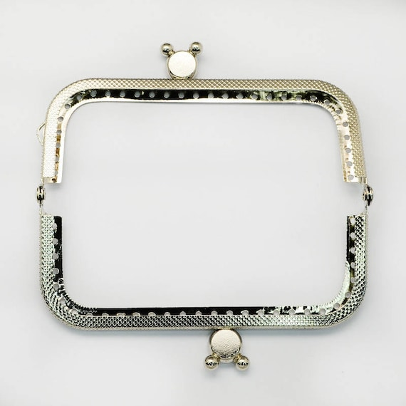 1 clasp purse - silver color - size: 60 x 107 mm x 11 mm