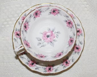 Beautiful Vintage Grosvenor Teacup and Saucer Pink Roses & Grey Leaves Garland Border Very Nice