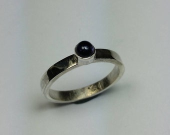 Sterling silver ring with 4 mm iolite gemstone