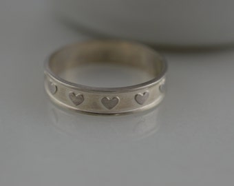 Skinny Sterling Silver Heart Pattern Ring- Heart Knuckle Midi Ring