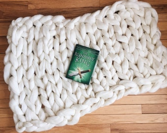 Chunky hand knit pure wool blanket/backdrop (B)