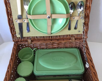 Brexton Picnic Basket For 2 Green Jadeite Melamine Plates Sandwich Vintage Tin Thermos Utensils Glass Jars Wicker