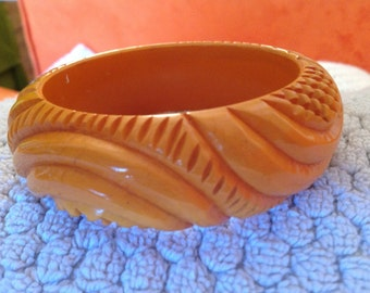 Carved vintage yellow Bakelite bangle bracelet