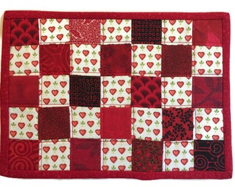 Valentine's Day Quilted Mug Rug, Hearted Mug Rug in Red and White, Mug Rug with Hearts, Valentine's Day Mini Quilt, Quiltsy Handmade