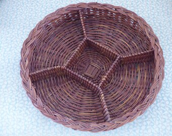 Vintage Sectioned Wicker Basket - Suitable for Dresser Valet - Use for Dry Food - Nuts - Chips - Pretzels - Chic - Practical Home Decor