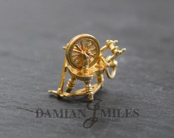 Spinning Wheel Charm in 9ct gold. Vintage