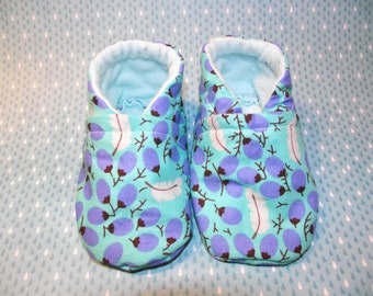 Blue with feathers and berries baby booties shoes  -  Size US 2 for 3-6 Months
