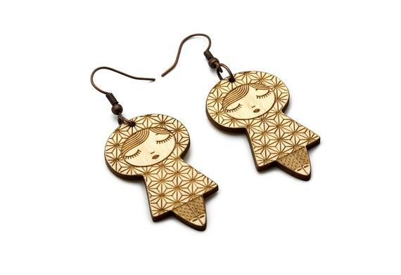 Asanoha doll earrings - matriochka jewelry - kokeshi jewellery - Japanese pattern - minimalist  - graphic earrings - lasercut maple wood