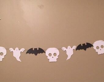 Halloween Banner (ghosts, bats and skulls) FREE SHIPPING (halloween party, halloween deocrations)