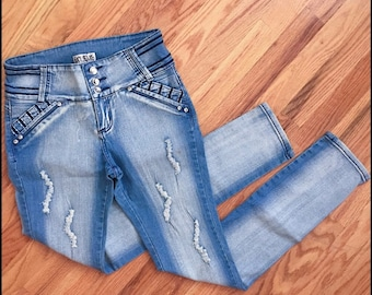 SOLD TODAY 03/30/18*** Stretchy skinny jeans