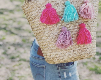 Women Straw bag with tassels Pom pom bag, Beach bag, Beach straw bag, Shoulder bag, Handbag, Summer bag, Beach accessory, Handbag,Women Bag