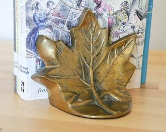 Serre-livres Vintage • laiton massif livre extrémités • Canada érable feuille • feuilles canadienne Antique • Heavy Metal • jeu de 2 • rustique chalet Home Decor