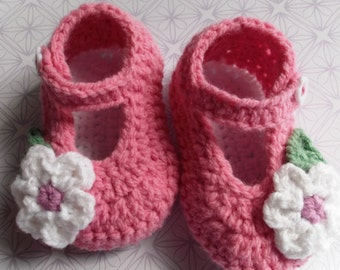 crochet baby shoes; crochet Mary Janes; pink baby booties, baby girl shoes, baby booties, flower baby shoes; ready to ship, uk seller