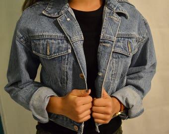 Vintage denim light wash jean jacket / cropped / womens US size Medium