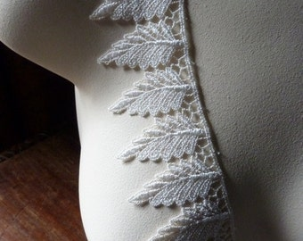 21 Leaf Appliques in Ivory Venice Lace for Bridal, Jewelry, or Costume Design