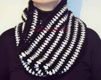 Crochet knit cowl scarf Velencoso