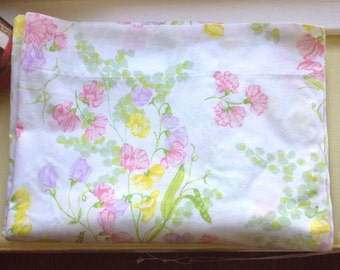 Vintage Wamsutta Flat Sheet, Burst of spring colors, Pastels, Soft and comfy,Double bed