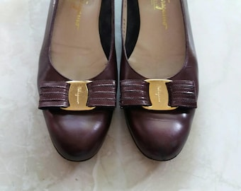 Wine colored vintage Salvatore Ferragamo Vara flats in 8.5 A4 with strappy leather and brass bow