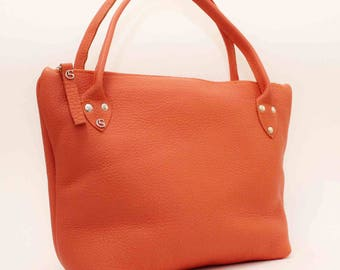 Leather tote in orange
