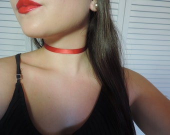 Red silk choker for any occasion