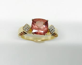 Late Art Deco, circa 1937-1940 - Natural Red Apatite & natural White Diamond in 14K yellow gold