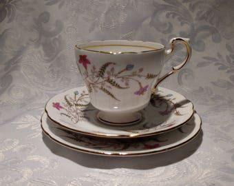 Royal Standard ''Fancy Free'' 3 piece Set Tea Cup, Saucer and Plate