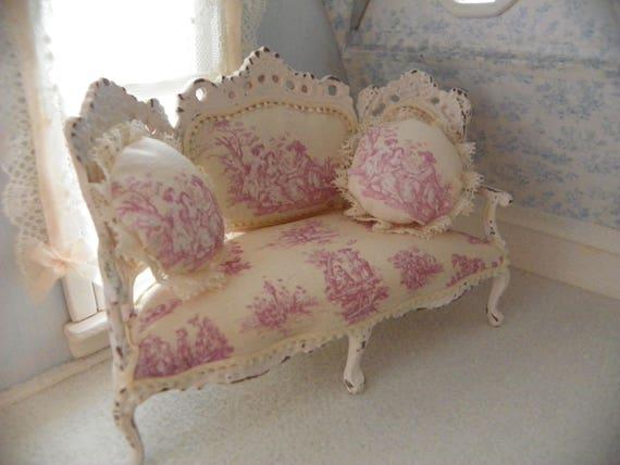 canap blanc shabby chic rose toile de jouy pour maison de. Black Bedroom Furniture Sets. Home Design Ideas