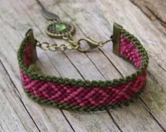 Raw peridot dreamcatcher, Wayuu native bracelet, Olive gemstone dream catcher, American indian, Ikat fiber jewelry, Gem stone, Aztec pattern