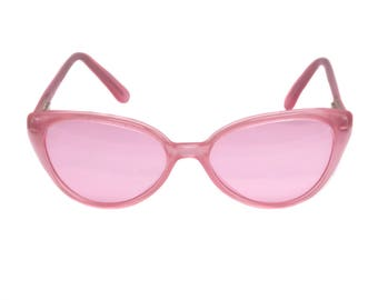 Vintage cat eye sunglasses, made in France in the 1970s by Argos. Rare pink sunglasses for women can be converted into prescription glasses