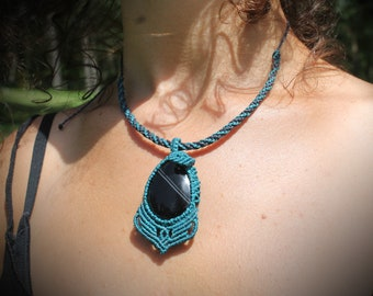Blue agate stone macrame necklace