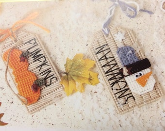 Holiday tags in plastic canvas