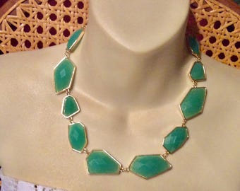 Faceted green geometric shaped cabochons necklace.