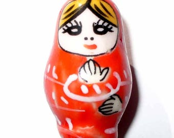 1 Pearl matryoshka porcelain red 26 x 15 mm CERC09rouge