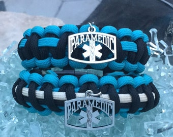Paramedic Paracord Bracelet, paramedic colored and themed, charmed with the well known medical symbol