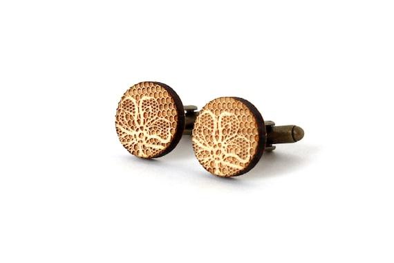 Round cufflinks with lace pattern - retro wedding accessory - graphic men jewelry - groom - bestman - lasercut  maple wood