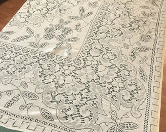 Lace Tablecloth Cream Color, Vintage Cream Lace Cloth Tablecloth, Vintage Lace Table Linens, 64 x 69 Inch Light Cream Lace Tablecloth