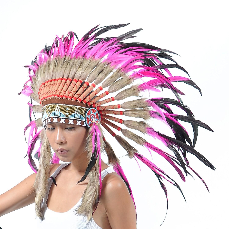 penacho de plumas rosa estilo indio corto tocado estilo jefe