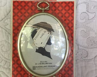"""Vintage Hang or Stand Oval Cadillac Frame in Original Packaging - 3 1/4"""" x 4 1/4"""" Frame - Fitzall Polaroid"""
