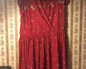 Vintage accordian red deep v flower dress