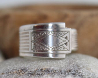 """Silver Spoon Ring """"Noblesse"""" Pattern 1930 Community Plate Oneida"""