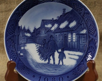 Bringing Home the Christmas Tree by Kai Lange Royal Copenhagen Christmas Plate