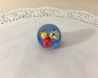 Pretty Vintage Lucite Dome Ring With Real Dried Flowers Encased Within ~ Excellent Condition