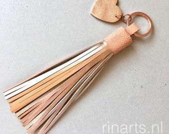 Pompon de porte-clé / bijou de sac en cuir rose d'or, haut de peau véritable galuchat rose à pompon.  Rose pompon or de bourse. Pompon personnalisé