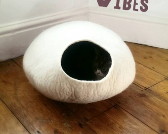 Cat Cave / cat bed - handmade felt - Off White/Grey - S,M,L,Xl + free felted balls