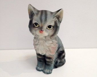 Big Eyed Cat Kitten Chalkware figurine