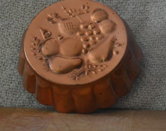 COPPER MOLD VINTAGE 50s.. Korea..Fruit Motif..Grapes, Pineapple, Pears, Apples..Ex. Vint. Cond.  Fluted. Tin on inside, with Brass Hanger.