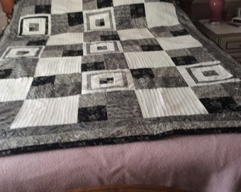 Black and white double bed quilt