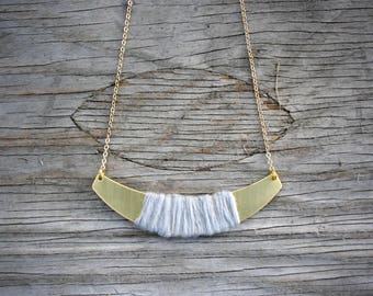 Mi-long women's necklace, dark grey fabric and gold chain. - CO04