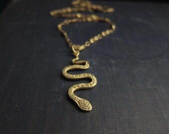 Snake ketting, gouden Snake ketting, hanger effenen, Cleopatra, effenen Snake, goud vermeil Snake, Swarovski halsketting, Slang hanger, Matte Gold, Egyptisch