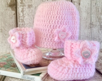 Baby hat and booties - New baby gift - Crocheted baby hat and booties - Baby hat and shoes - Baby girl hat and shoes - Baby gift set.